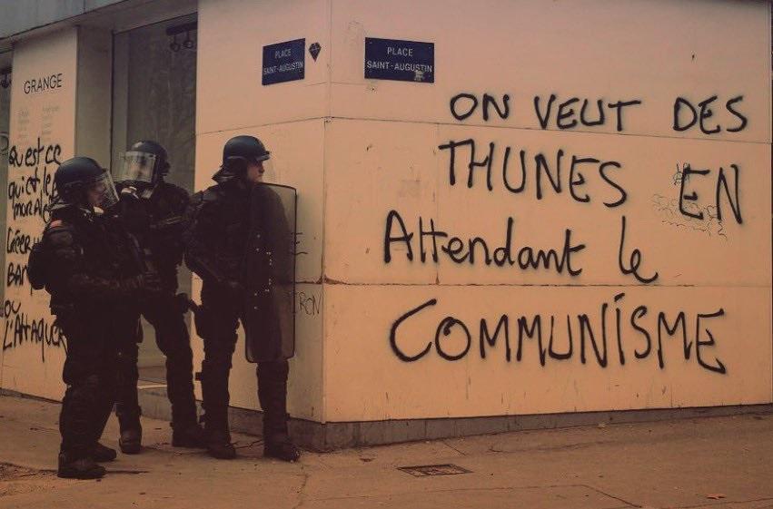 Gilets Jaunes Und Gilets Rouges Der Klassenkampf In Frankreich